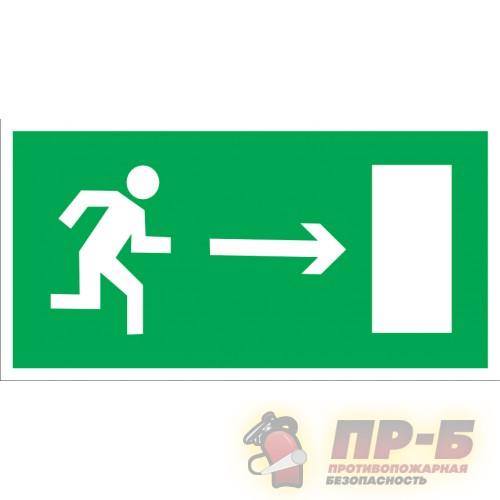 Направление к эвакуационному выходу направо - Эвакуационные знаки
