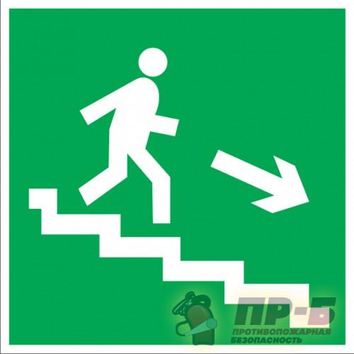 Направление к эвакуационному выходу по лестнице вниз направо - Эвакуационные знаки